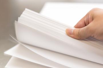 複合機のつまりが止まらない?紙詰まりの原因と対処法