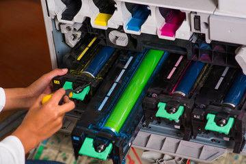 複合機のトナーは消耗品!交換トナーの種類と価格を簡単解説