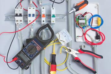 電気のブレーカーはまだ大丈夫?寿命と交換工事のタイミングとは?