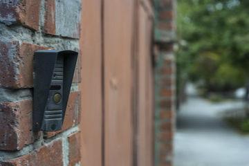 ビジネスホンはインターホン(ドアホン)と連携できる!遠隔から解錠も可能に