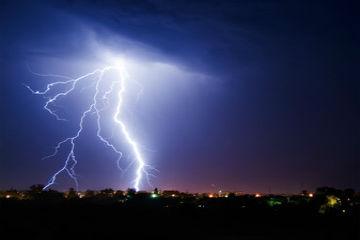 ビジネスホンには事前の落雷対策が重要!被害を最小限に防ぐ対策法!
